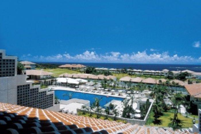 被美麗大海環繞的沖繩渡假村飯店