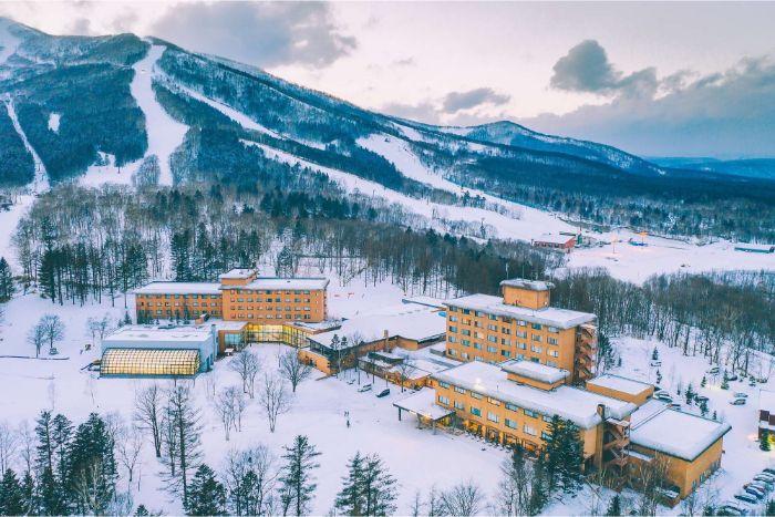 (短期OK)不會日文免擔心!   粉雪著名的北海道滑雪渡假村